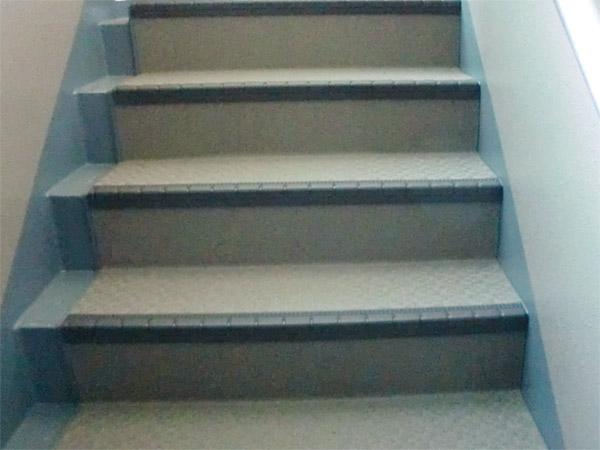 階段塩ビシート貼り施工後