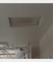 天井塗装施工中